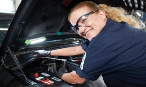 A Pep Boys ASE-certified technician changes a battery